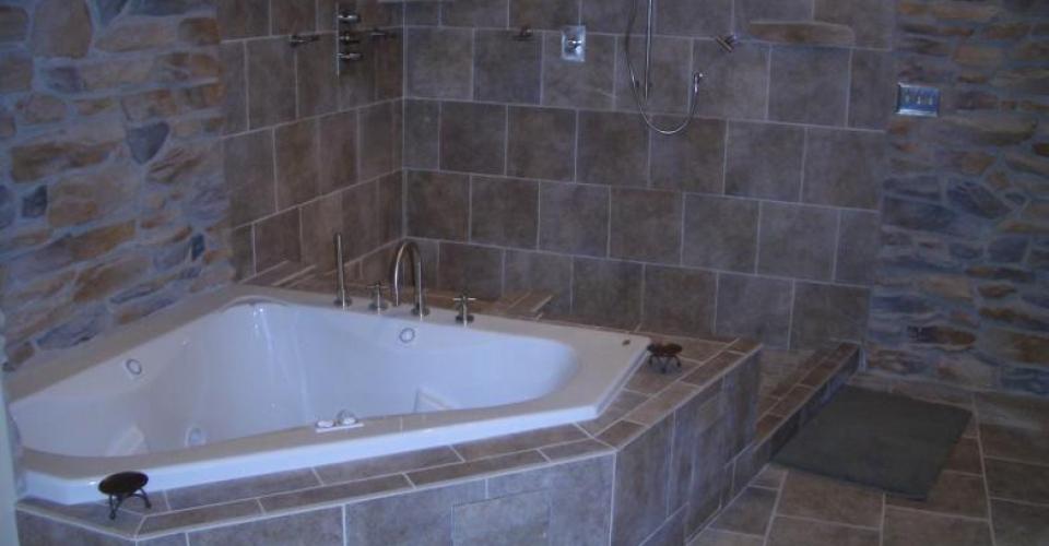 100320054949_bathroom_savage3